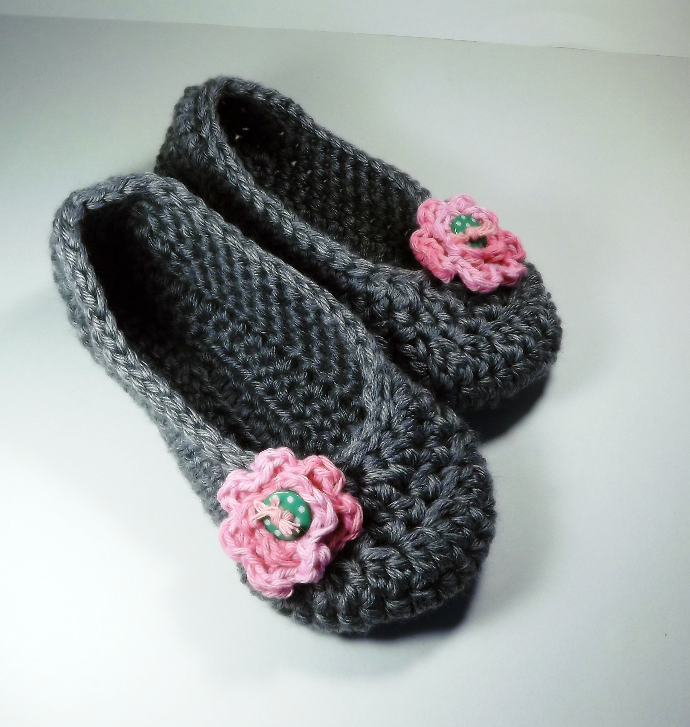 Women\'s House Shoes, Slippers, Gray With Pink Rose And Green Polka ...